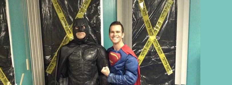 Batman et Superman fêtent l'Halloween à l'école Centrale!
