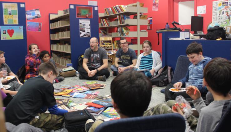 L'Escouade des bibliothécaires participe au club de lecture de l'école St-Romuald